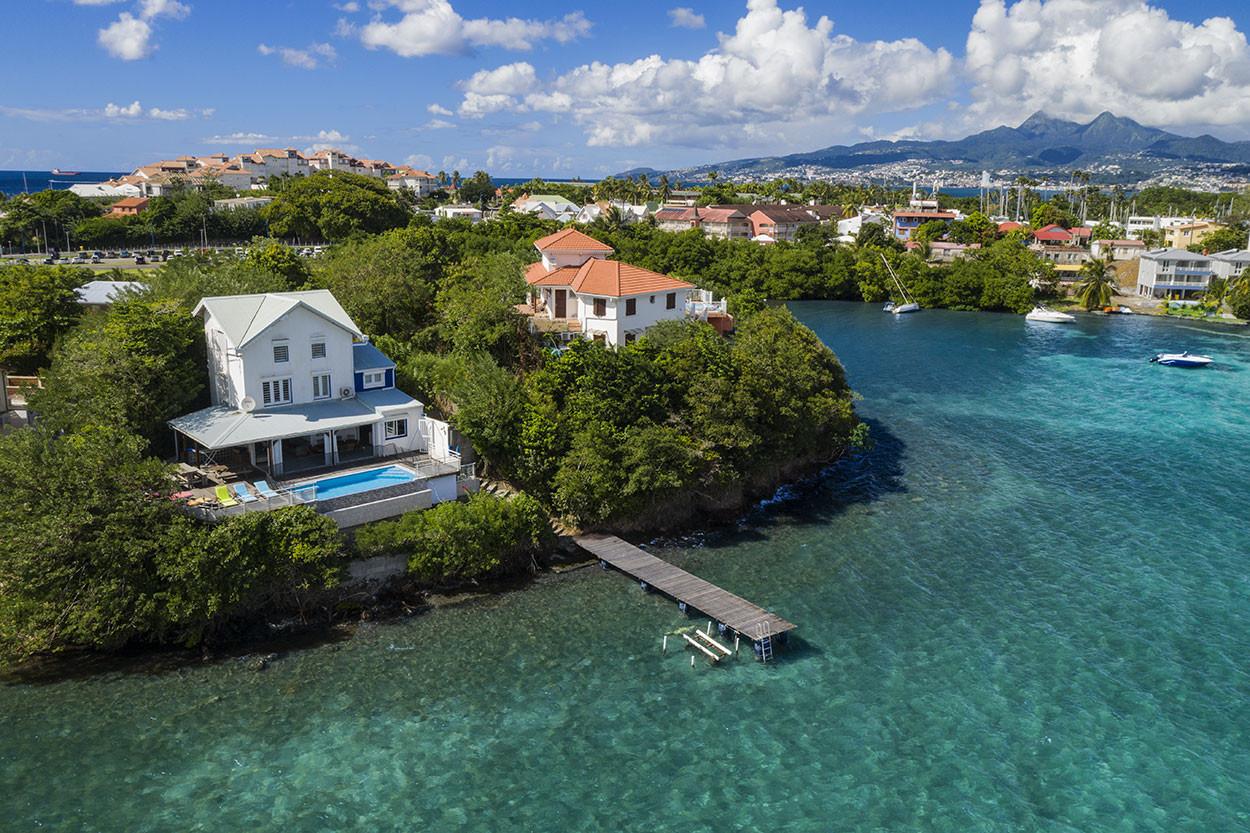 Location villa Pointe du bout ponton blanc bleu