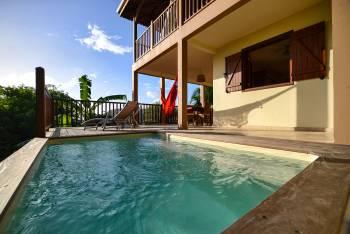 La piscine à Babord